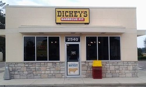 Dickey's Celebrates Grand Opening in Starke