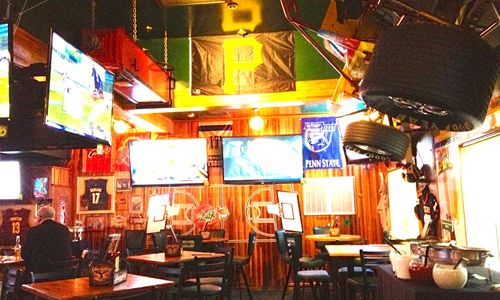 Quaker Steak & Lube Opens New Sports Bar