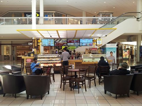 Springhill Mall Welcomes Nestlé Toll House Café by Chip to West Dundee Today