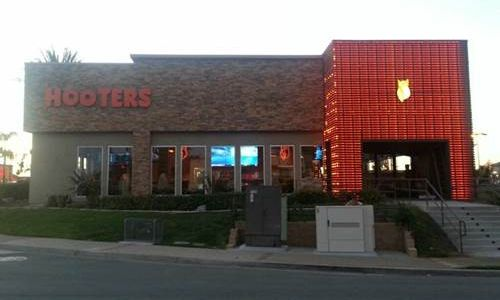 Hooters Unveils New Contemporary Design in San Marcos, CA