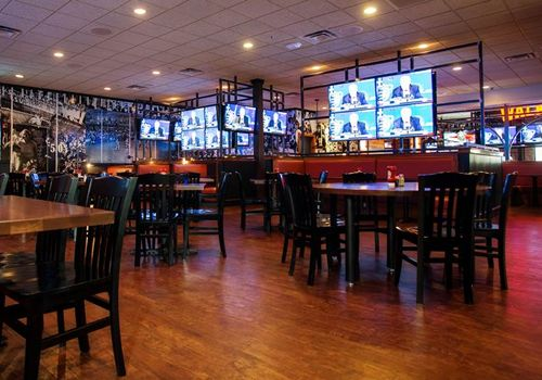 Walk-On's Opens at Towne Center