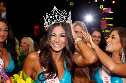 Fitness Model Janet Layug Wins Miss Hooters International Crown