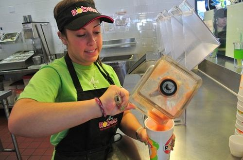 Why So Many Different Kinds of People Flock to Robeks Premium Smoothie and Juice Franchise