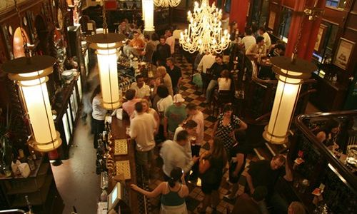 How to Create Regular Customers at Your Bar