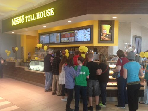 Nestlé Toll House Café by Chip Begins Baking with Love at Westfield South Shore