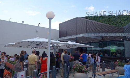 How Shake Shack Leads the Better Burger Revolution