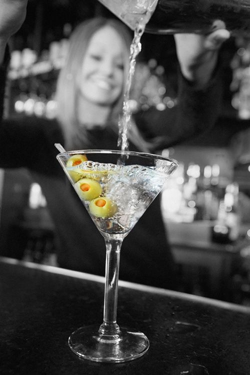 Bar Louie Celebrates the Opening of Their Newest Denver Location with $2 Martinis