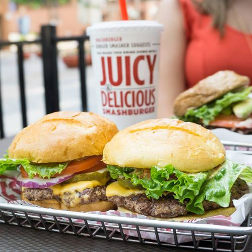 Smashburger Touches down in Toronto Through New Franchise Agreement