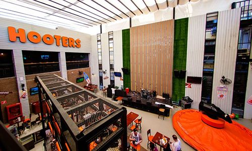 Hooters Presents Destination Resorts with 2015 Developer of the Year Award