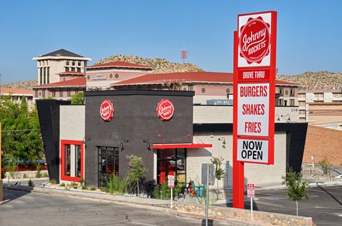 Johnny Rockets Celebrates Grand Opening in El Paso, TX – Drive-In, Drive Thru or Enjoy the Patio at the New Restaurant