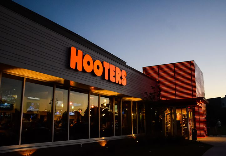 Hooters Opens New Location in Downtown Montreal