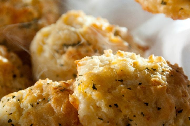 Red Lobster Celebrates The 25th Birthday Of Cheddar Bay Biscuits
