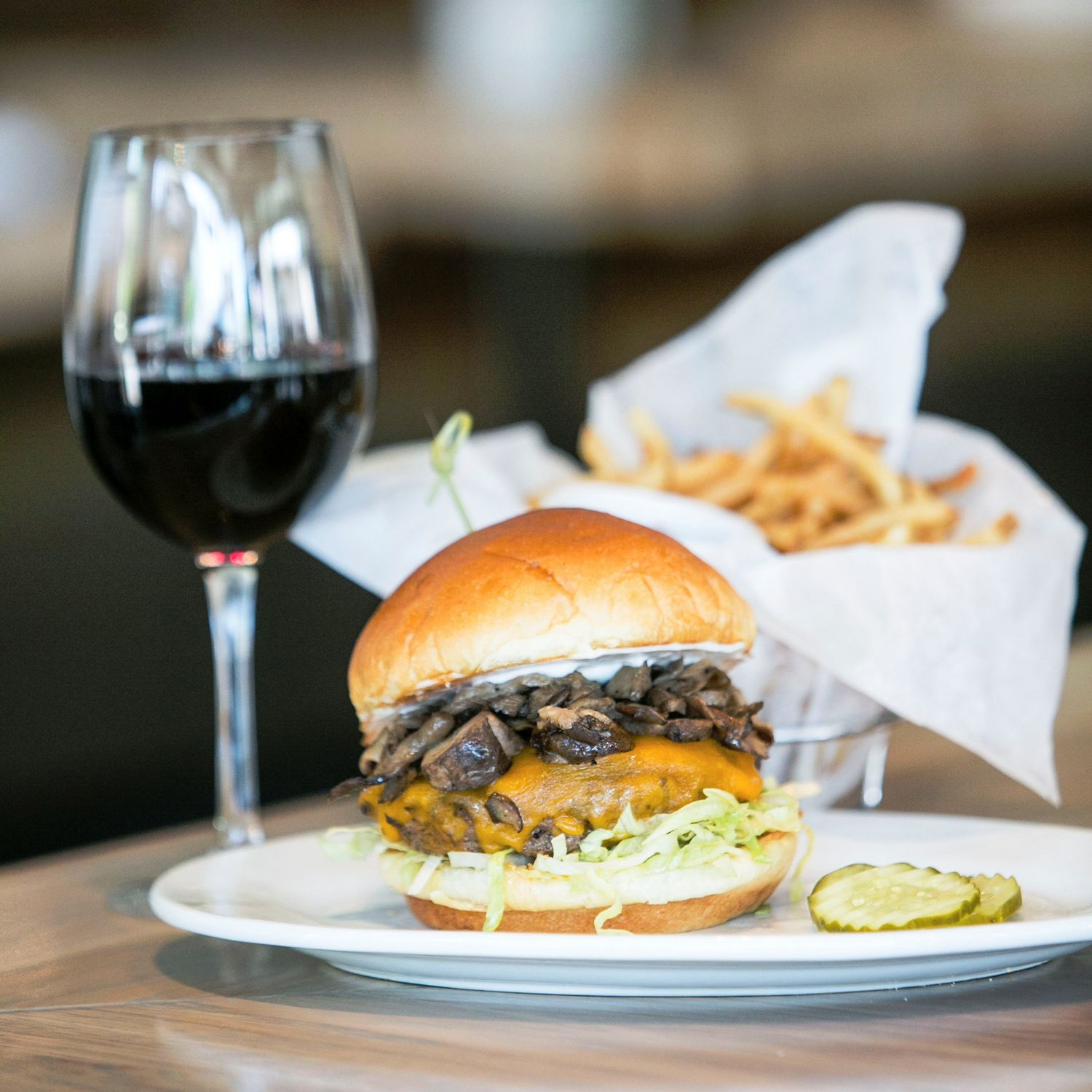 New Zinburger Wine & Burger Bar in Edison To Host Job Fair June 2 - June 13