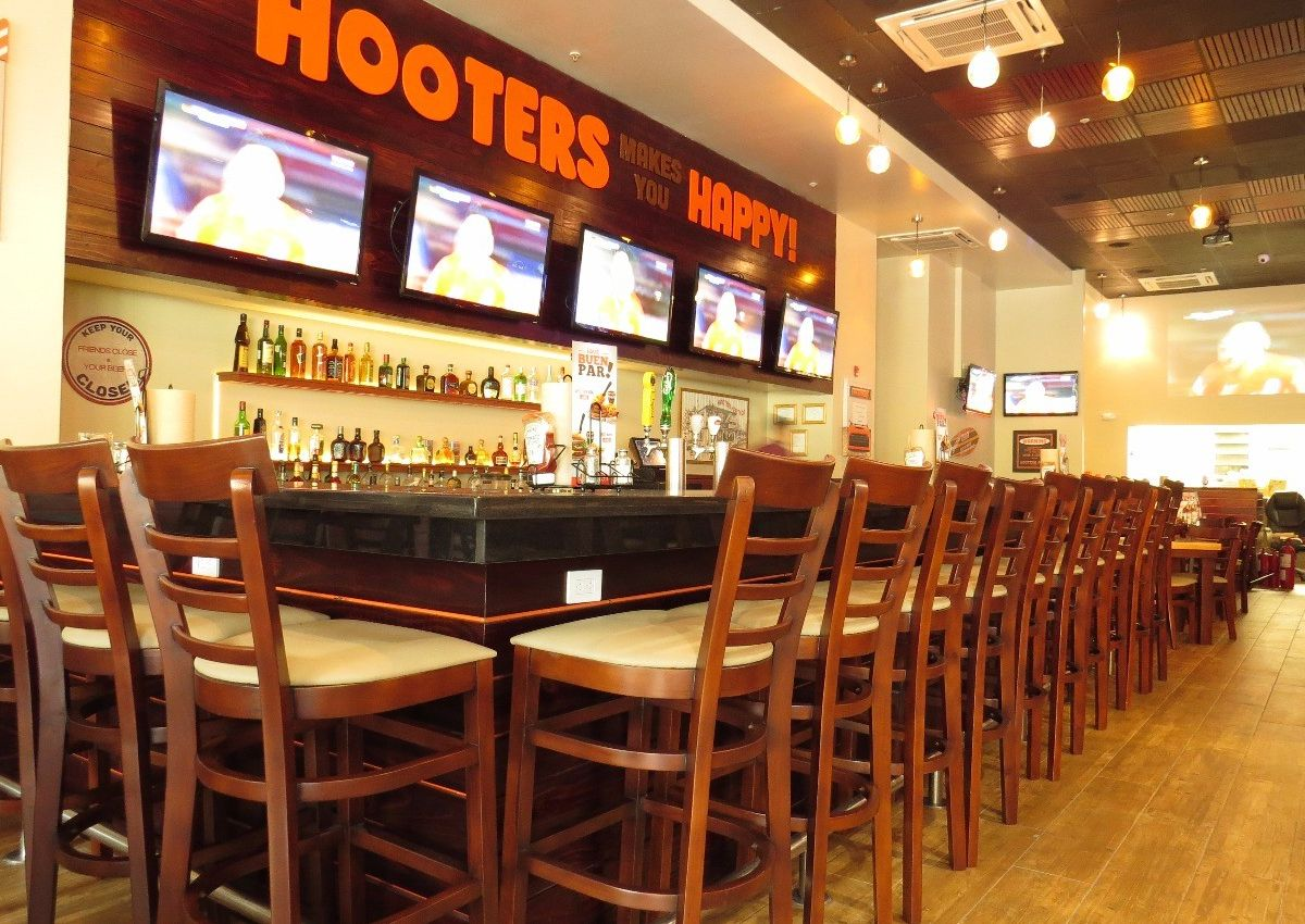 Hooters of Alajuela Opens In Costa Rica
