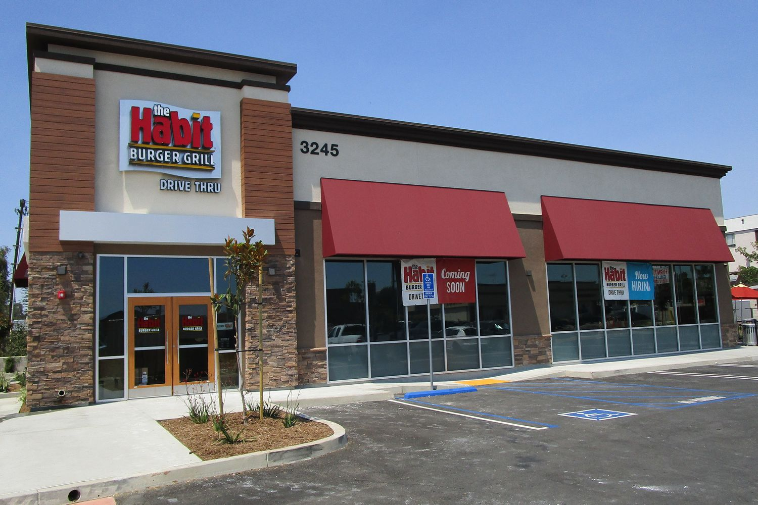 New Habit Burger Grill With Double Drive-Thru Opens in Inglewood, CA