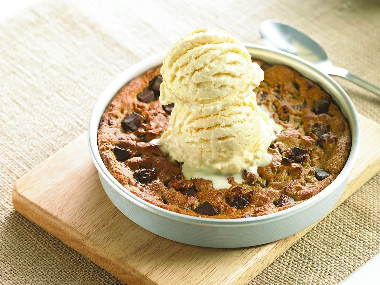 BJ's Restaurant & Brewhouse to Donate all $3 Pizookie Proceeds on September 5 to Support Hurricane Harvey Relief Efforts