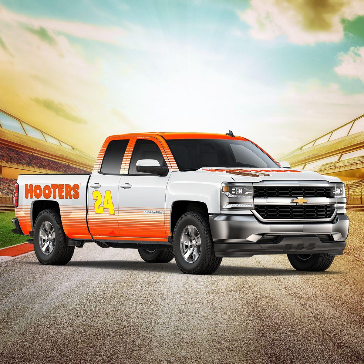 Hooters Returns to Track as Chase Elliott's Primary Sponsor for November Races