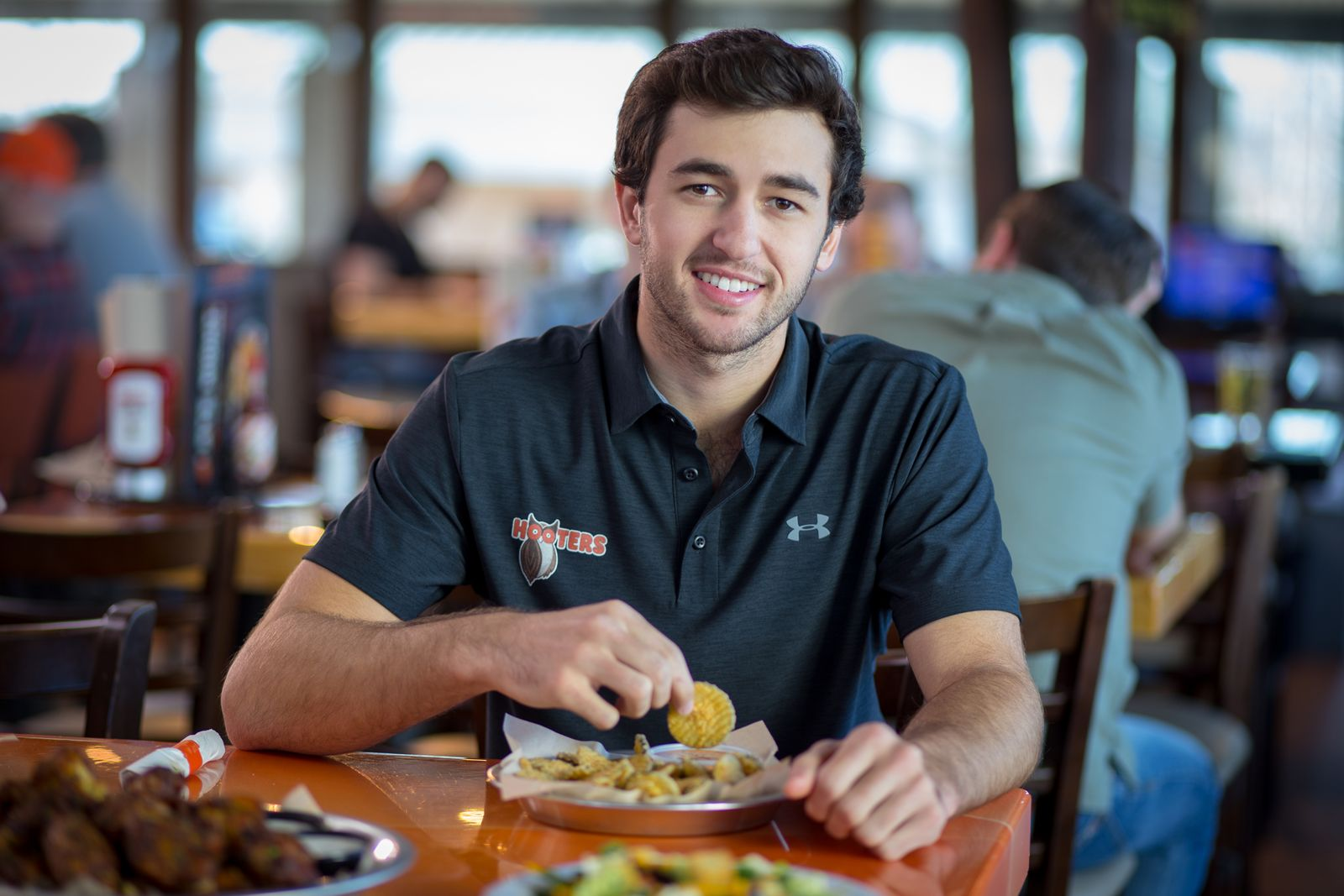 Hooters Rewards Race Fans with Every Chase Elliott Top-10 Finish