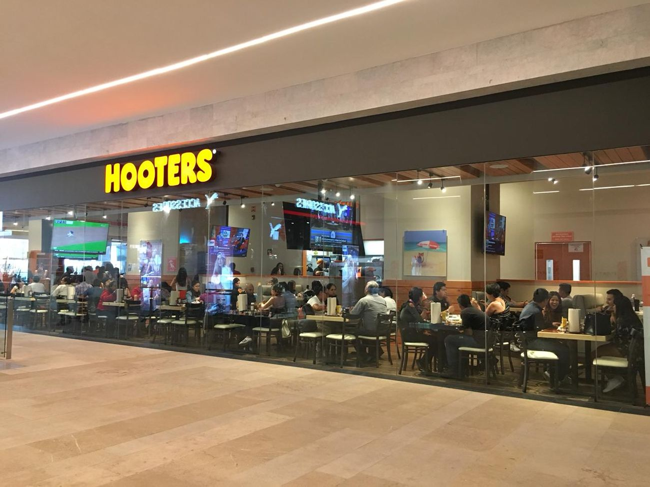 Hooters Opens Latest Mexico Location in Puerta la Victoria