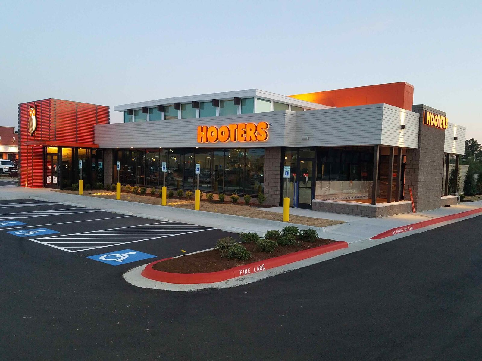Hooters Opens Newest Location in West Little Rock, Arkansas