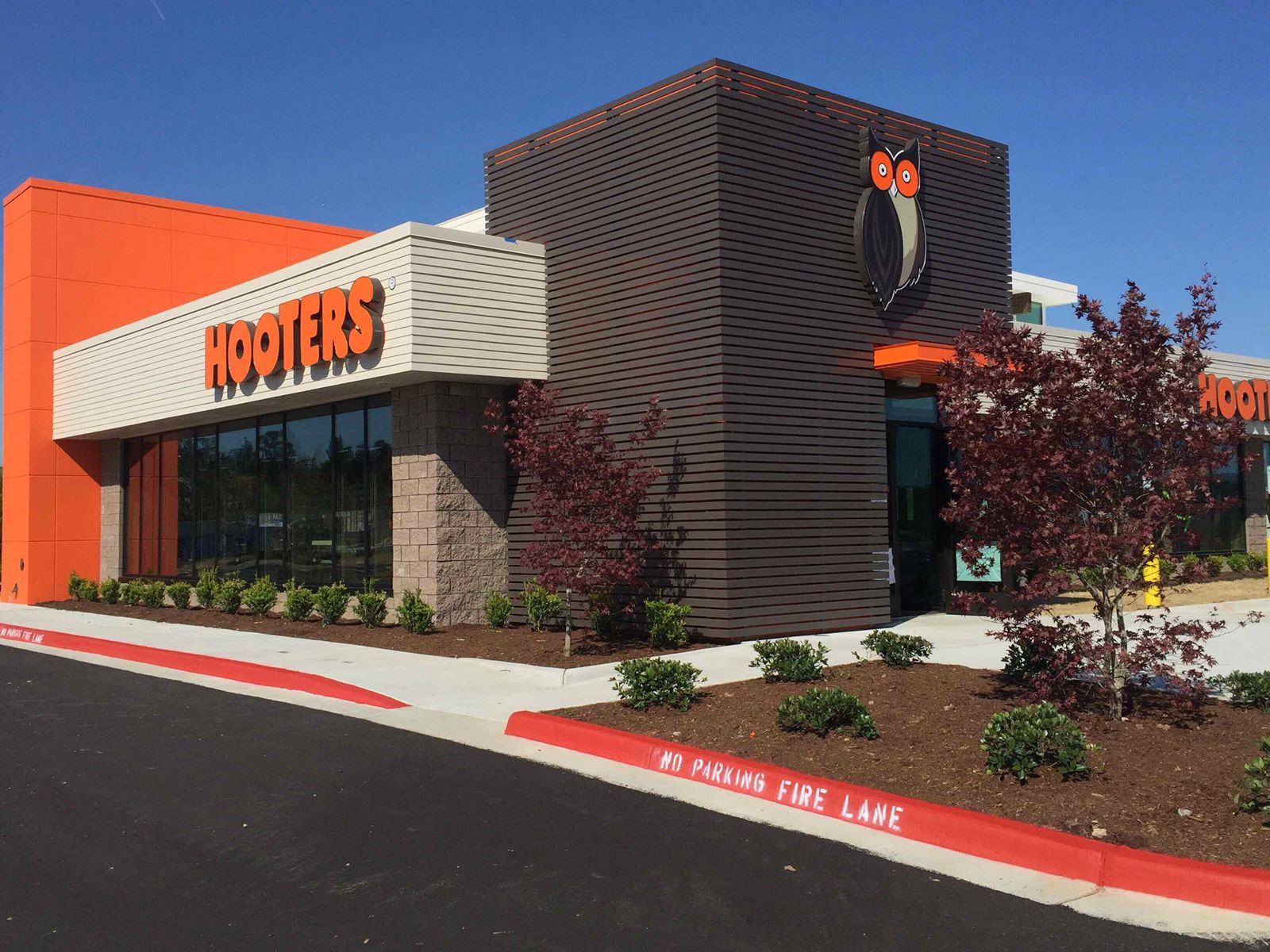 Hooters Opens Newest Location in West Little Rock, Arkansas