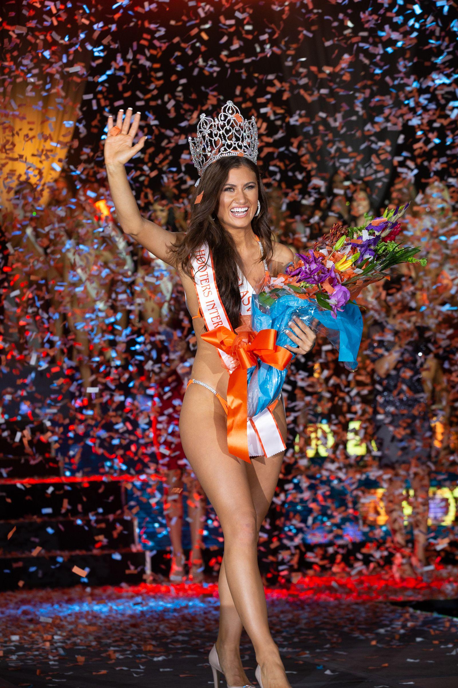 Abby Hooters Calendar May : Laiken baumgartner crowned miss hooters international