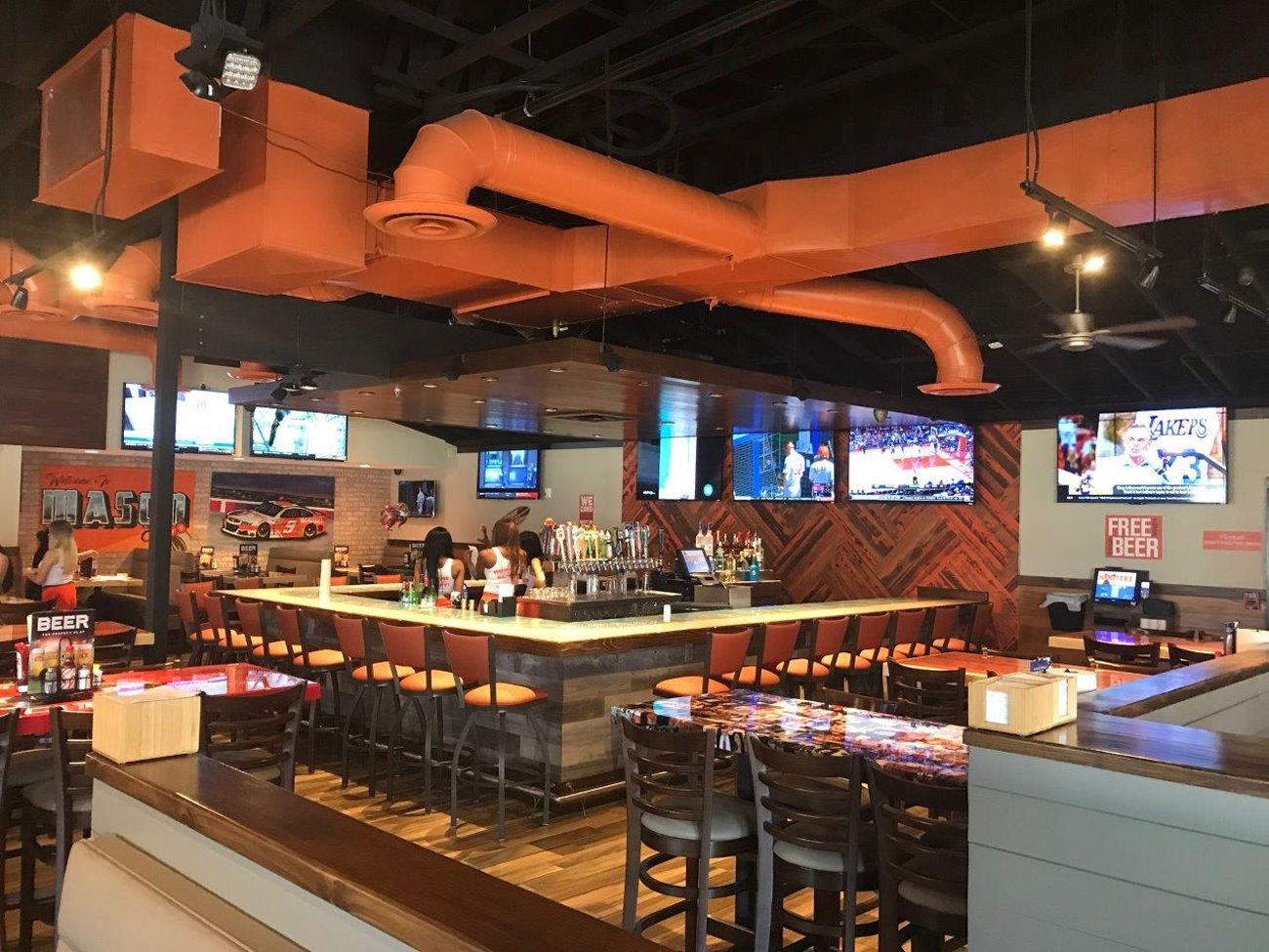 Hooters Opens Newest Location in Mason, Ohio