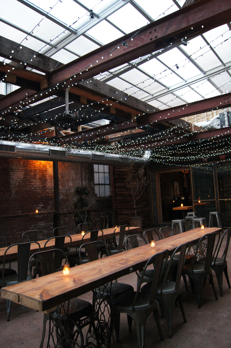 Retractable Roofs: Restaurants Benefit from Installing Retractable Roof Systems