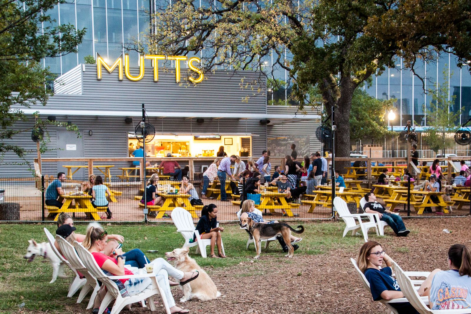 "MUTTS Cantina Cantina will open its second set of gates on Thursday, October 4 in Fort Worth, Texas. Guests and their four-legged friends are invited to join them for the ultimate ""pawty"" and grand opening event."