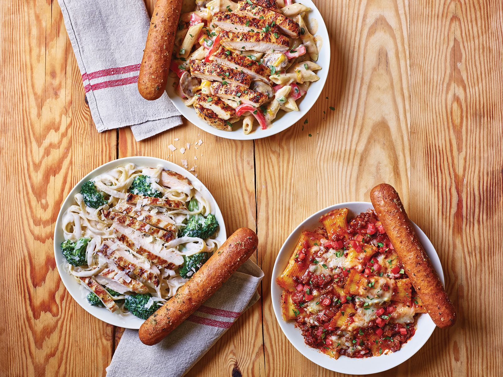 Run, Don't Walk, to the Nearest Applebee's for NEW Neighborhood Pastas and Signature Breadsticks