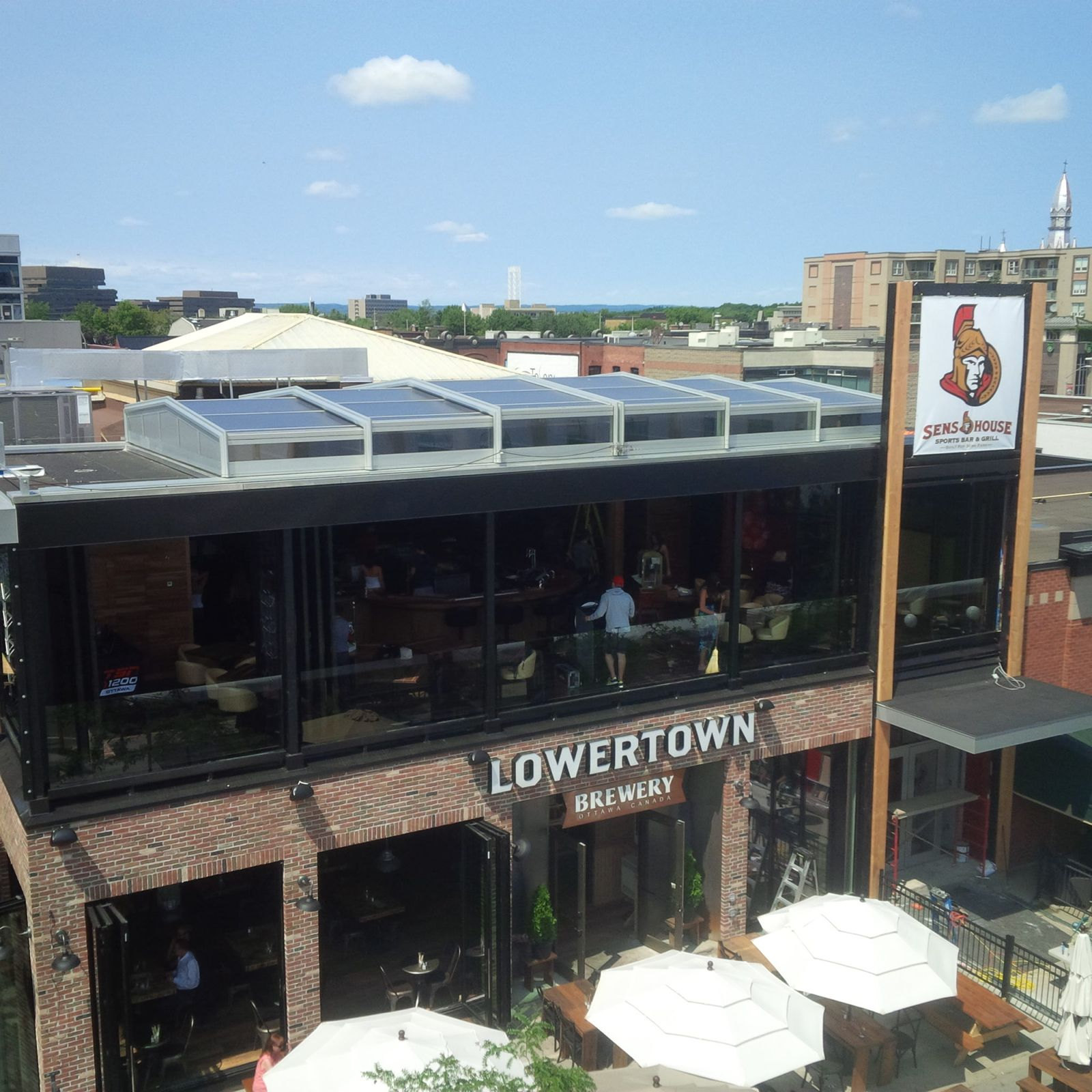 Retractable Skylight: These Restaurants Benefit from Retractable Skylights
