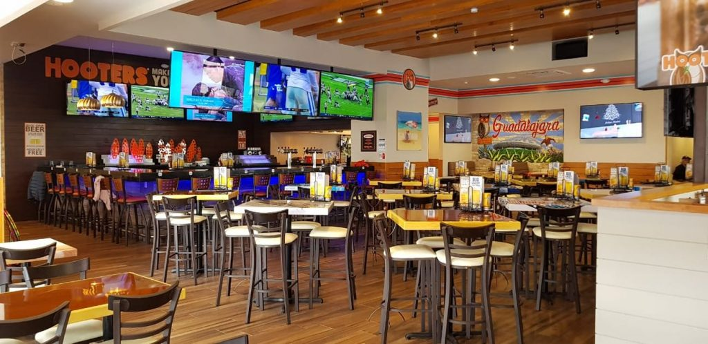 Hooters 1st Location in Guadalajara Area Opens