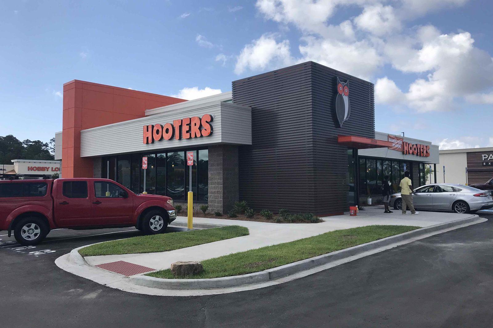 Hooters Opens Newest Location in Brunswick, Georgia