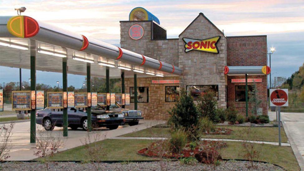 Restaurant Technology News: Sonic Tests AI, Roti Serves Up Digital, Starbucks Gets Personal