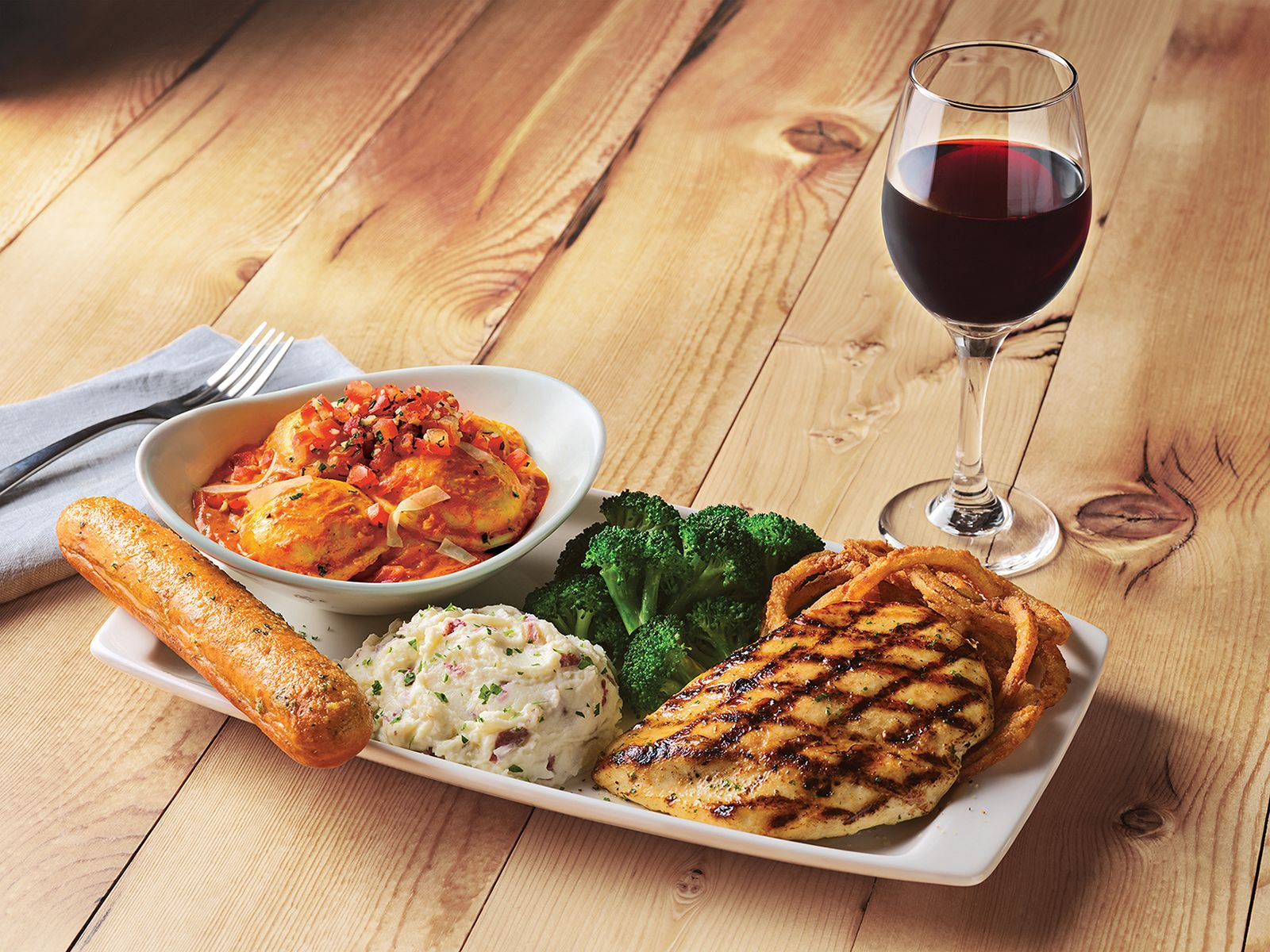 Pasta and Meat Lovers Unite - Applebee's Unveils New Pasta & Grill Combos for an Unmatched Meal