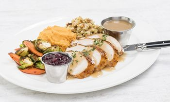 Hard Rock Cafe Serves up a Rockin' Meal for Guests This Thanksgiving