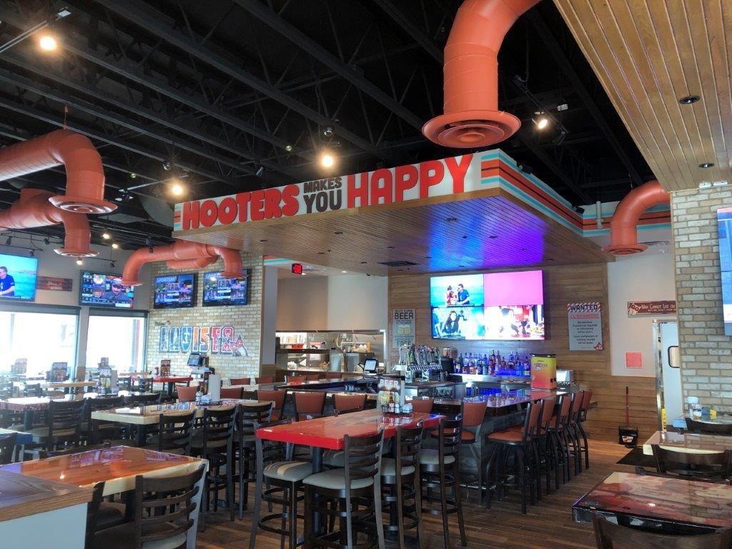 Hooters Opens Newest Location in La Vista, Nebraska