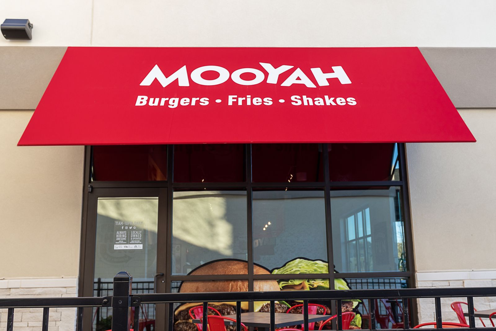 MOOYAH Burgers, Fries & Shakes Solidifies Spot as Top Conversion Opportunity for Restaurant Owners with New Franchise Deals Signed Across the U.S.