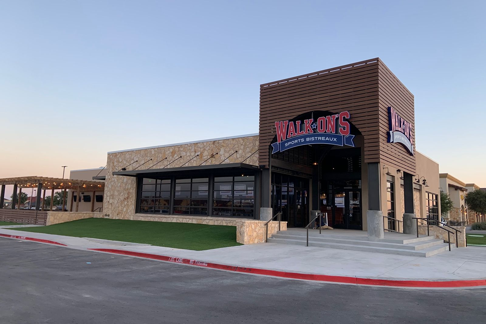 Walk-On's Celebrates Grand Opening of First Odessa Restaurant