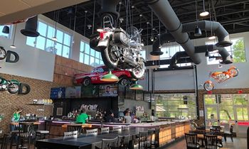 Quaker Steak & Lube Rolls Into Raphine