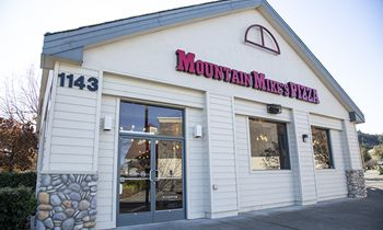 Mountain Mike's Pizza Now Open in Cloverdale