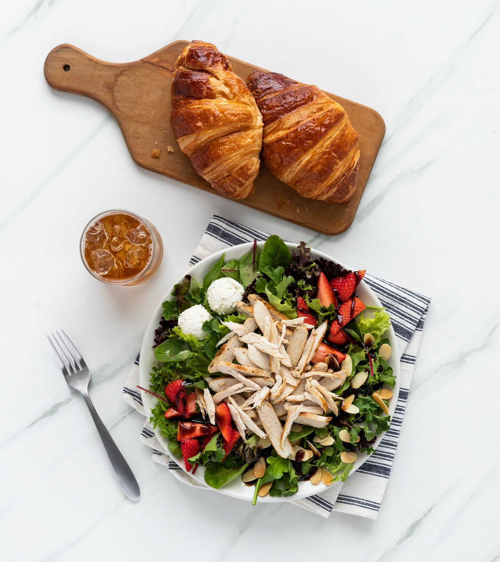 la Madeleine Strawberry, Almond and Goat Cheese Salade