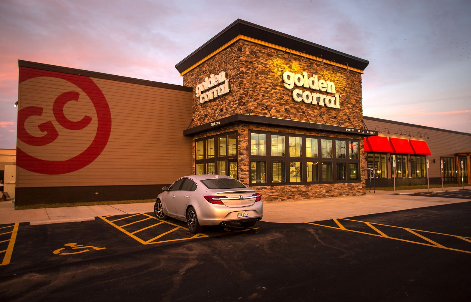 Golden Corral Celebrates Grand Reopening in Lake Charles
